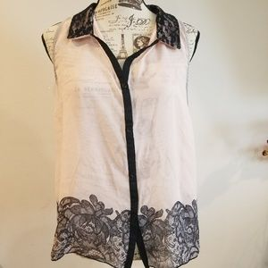 Woman's Laced sleeveless button down Top XL